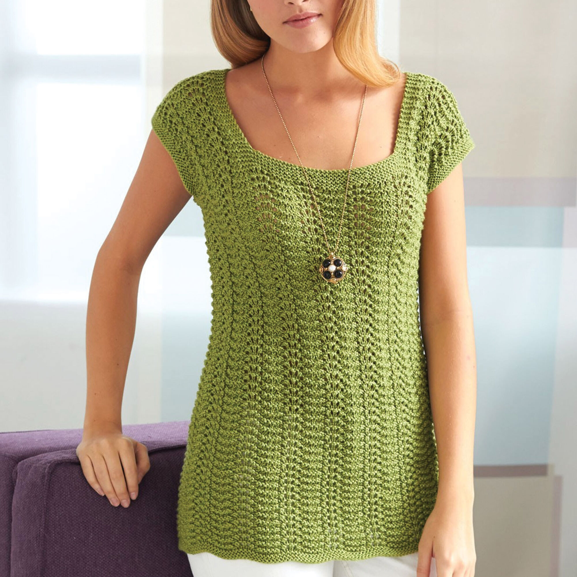Patons 4 Row Feather & Fan Top, XS/S Pattern | Yarnspirations