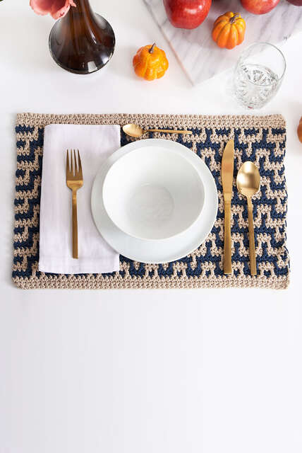 Fall Table Settings, spice up your table this fall with placemats, runners, decorations and more.