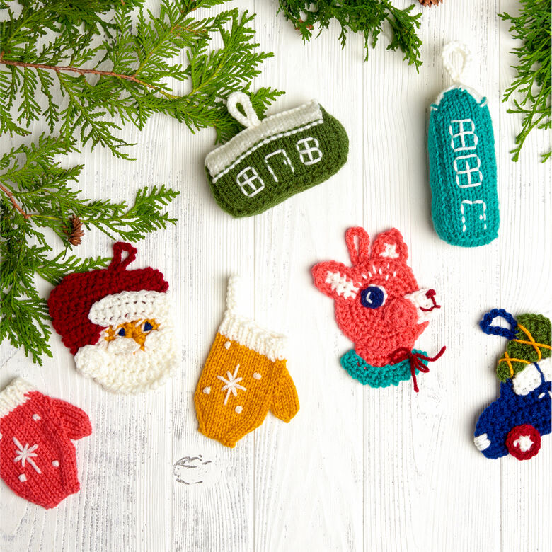 Red heart patterns holiday ornaments