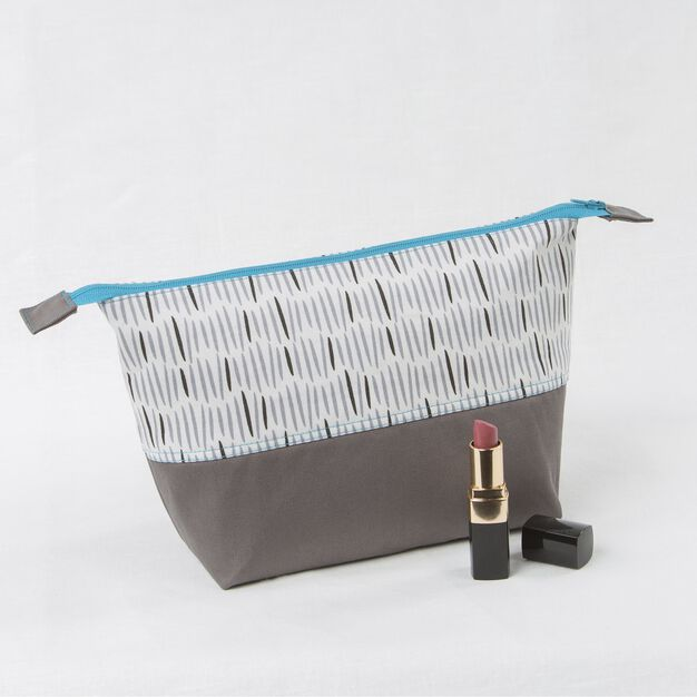 Coats & Clark Zippered Cosmetic Bag in color