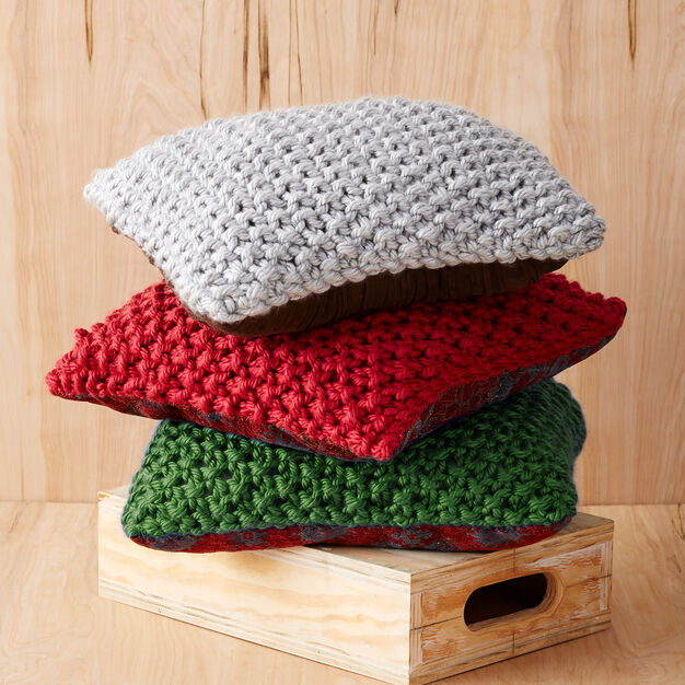 Bernat Perfect Christmas Pillows, Red in color