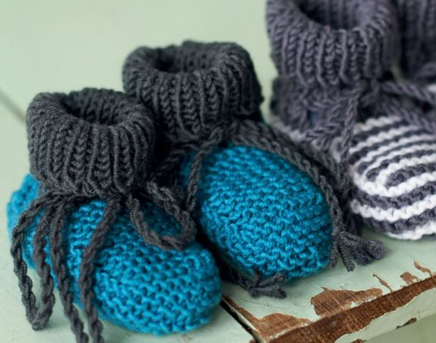 Red Heart Bootees, Blue & Gray - 3 mos in color