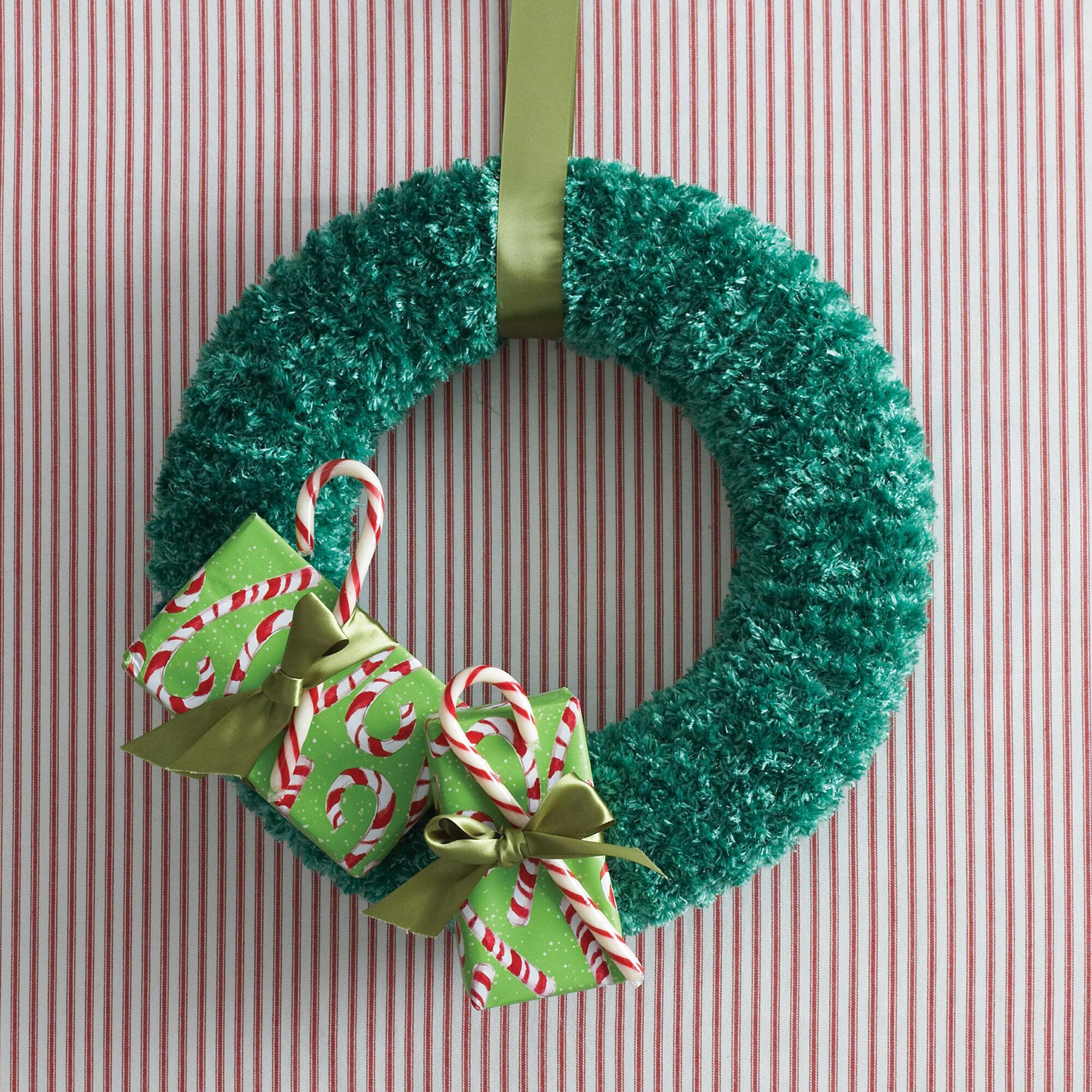 Bernat Holidays Christmas Wreath to Knit | Yarnspirations