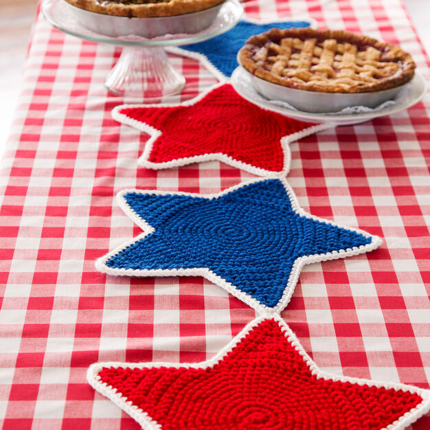 Red Heart Americana Star Table Runner in color