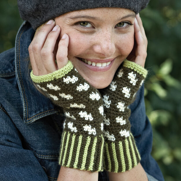 Patons Fair Isle Fingerless Mitts, Version 1 in color