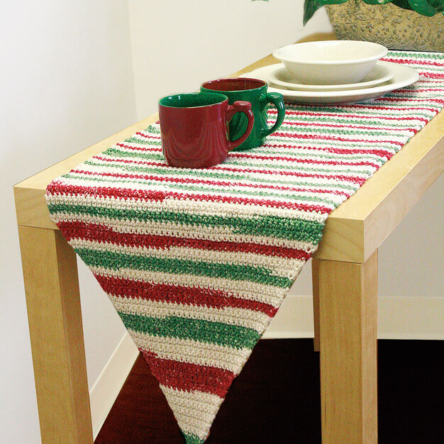 Lily Sugar'n Cream Table Runner to Crochet in color