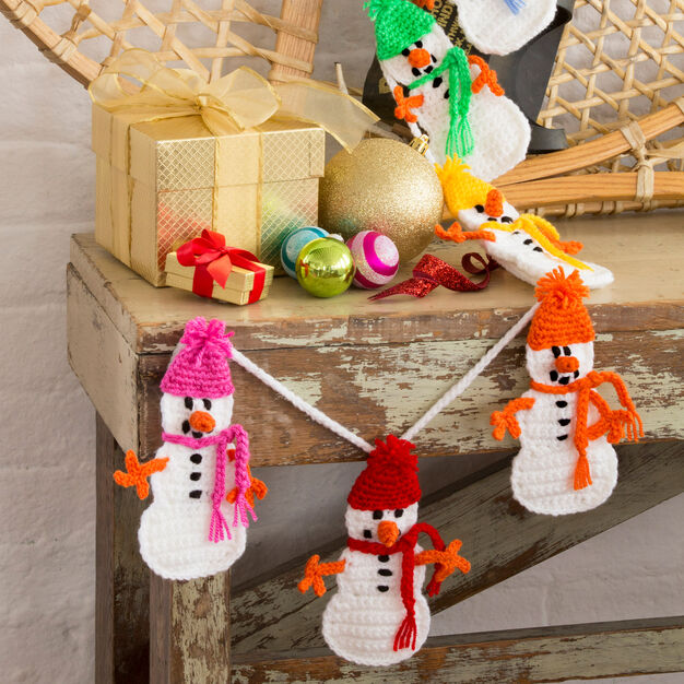 Red Heart Snowman Garland in color