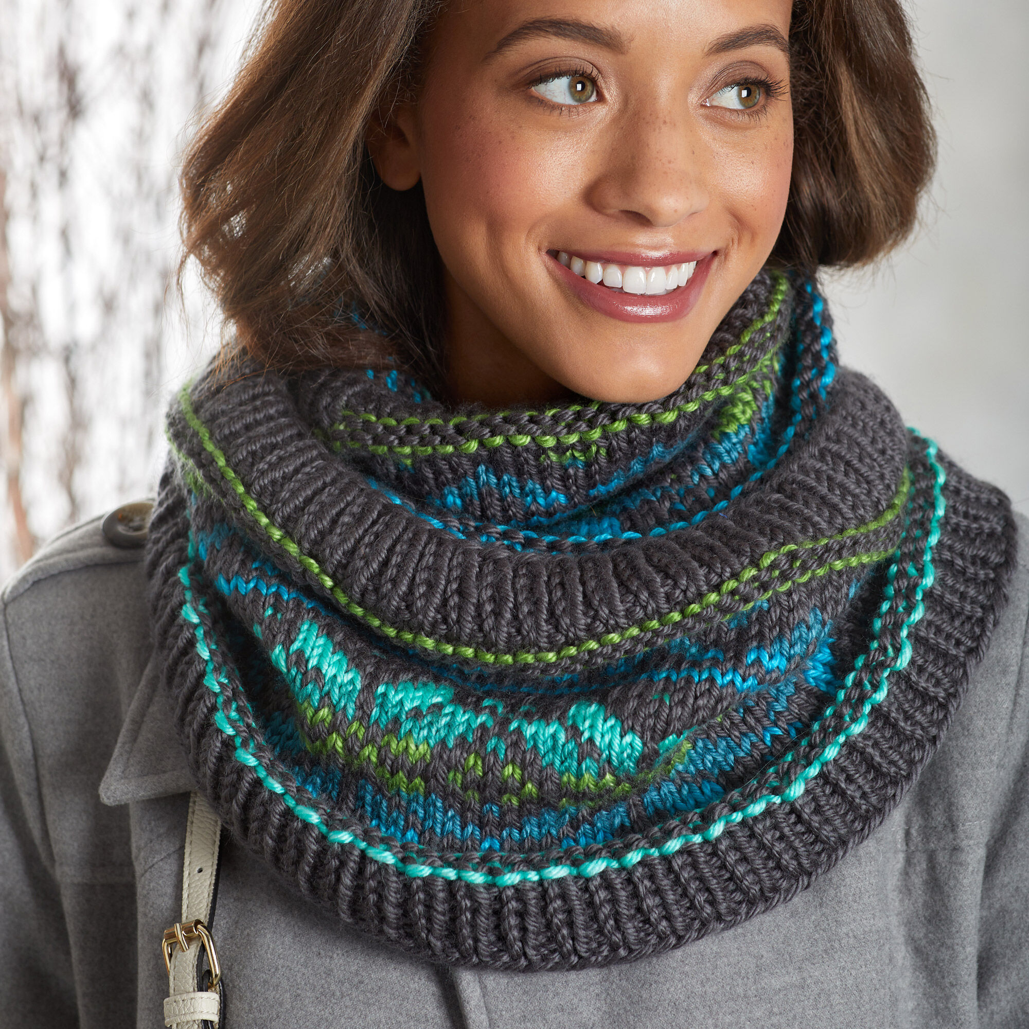 Beginner Fair Isle cowl knitting pattern with self-striping yarn