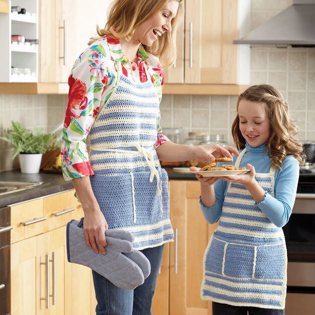 Bernat Aprons for Mom and Me, Adult in color