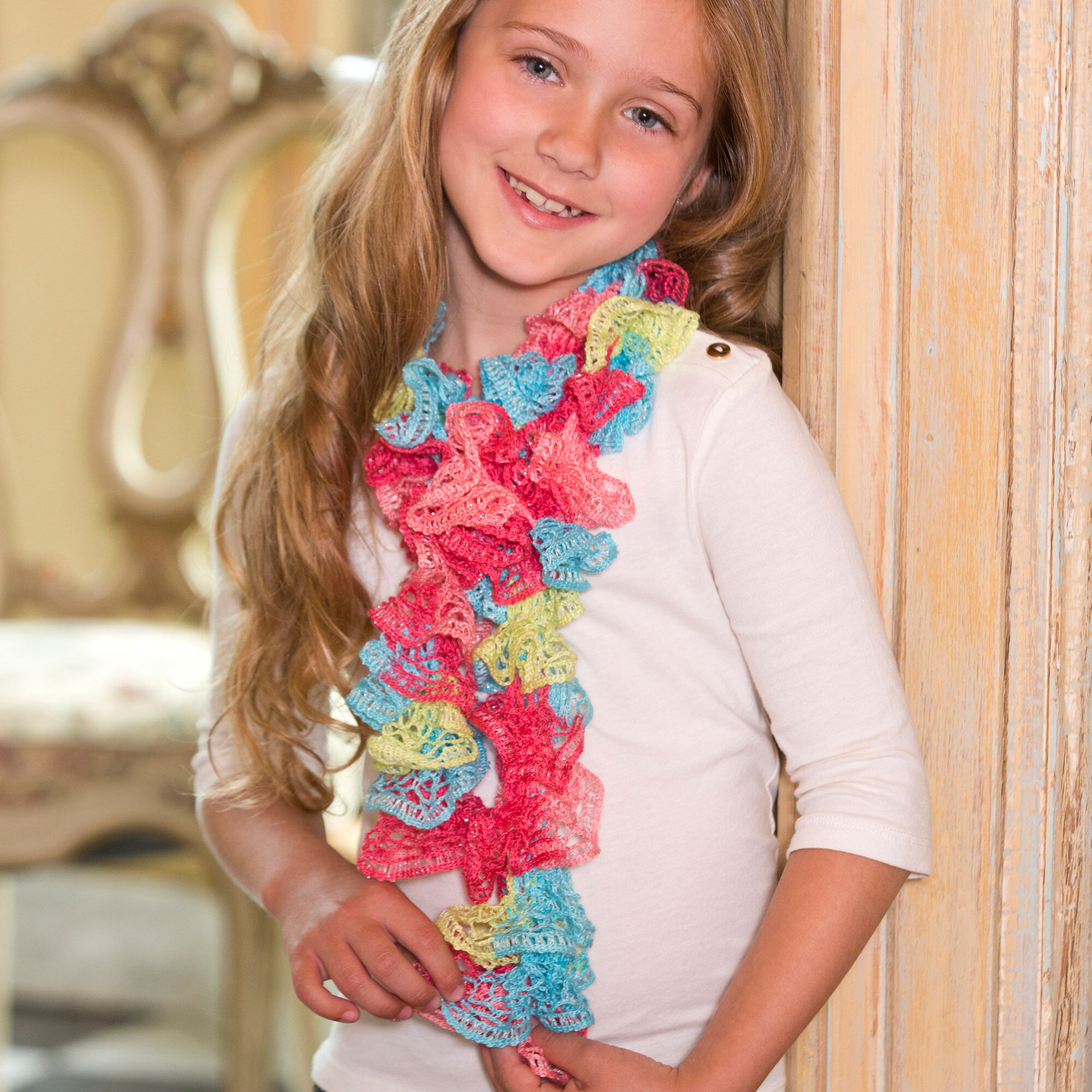 RED HEART SWEET RUFFLE SCARF