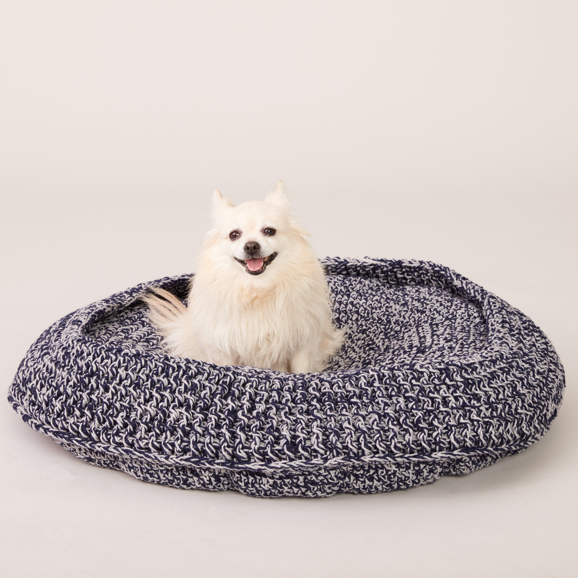 Caron Crochet Pet Bed M Pattern Yarnspirations