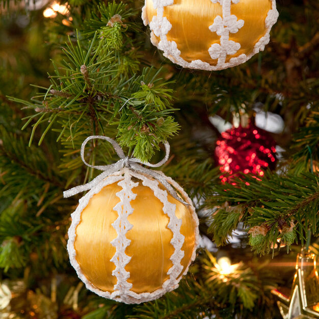 Aunt Lydia's Lacy Christmas Ornaments in color