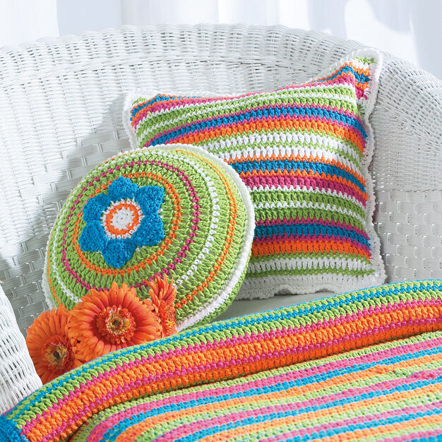 Bernat Patio Pillows, Round in color