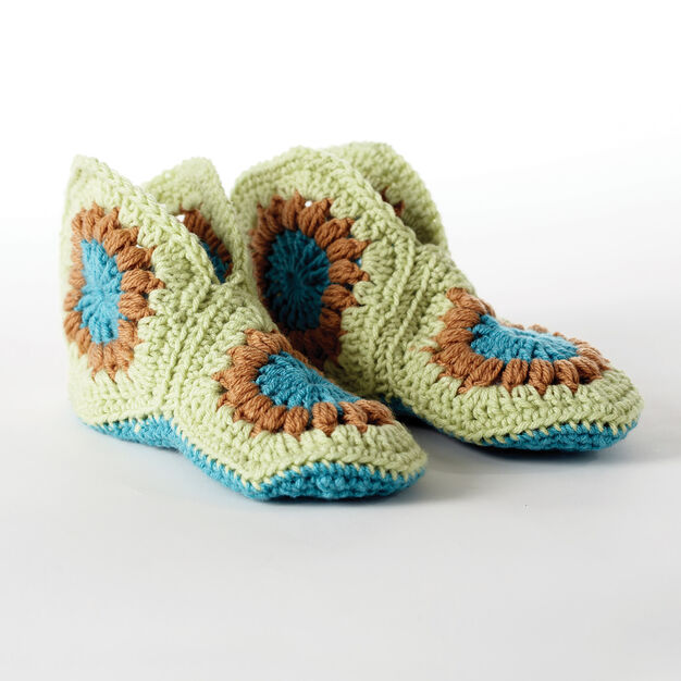 Bernat Granny Slippers, Kids 6/8 in color