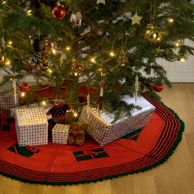 Red Heart Knit Gifts Around the Tree Skirt