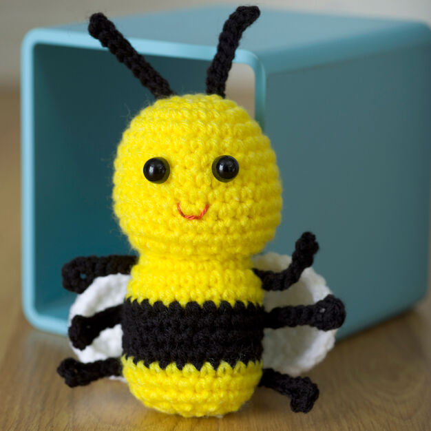 lalylala Crochet Kit Bee Amigurumi Honey Bumble Poppy • Life Cycle ... | 626x626