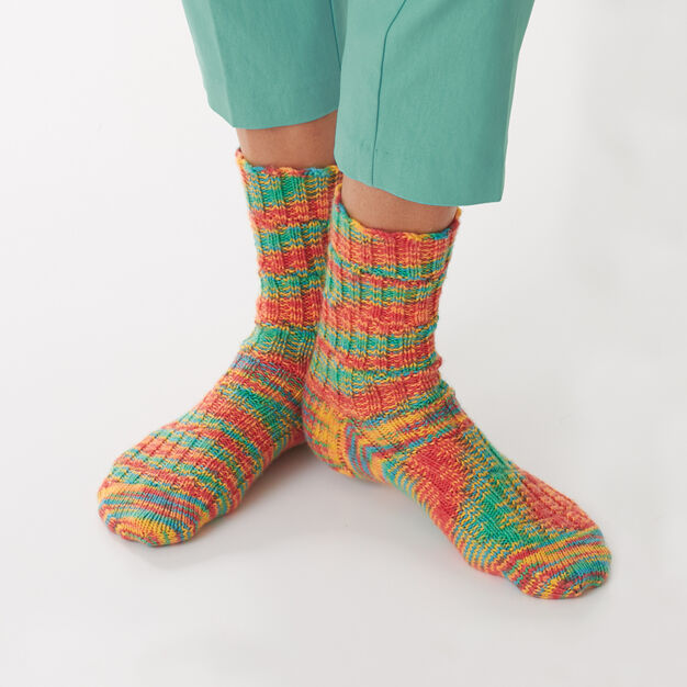 Bernat Staggered Rib Socks, Size 5/6 in color