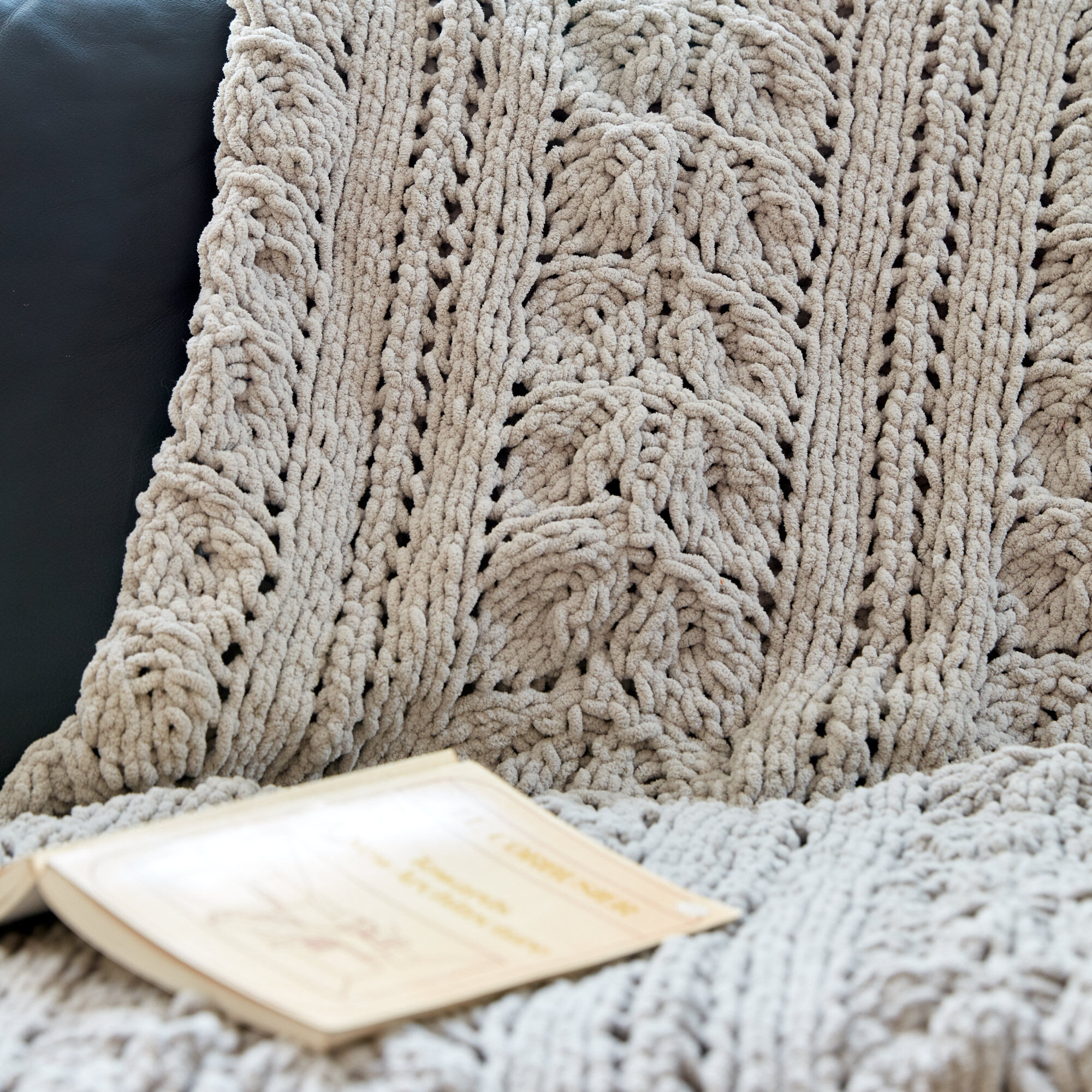 Bernat Rose Leaf Knit Blanket Pattern | Yarnspirations