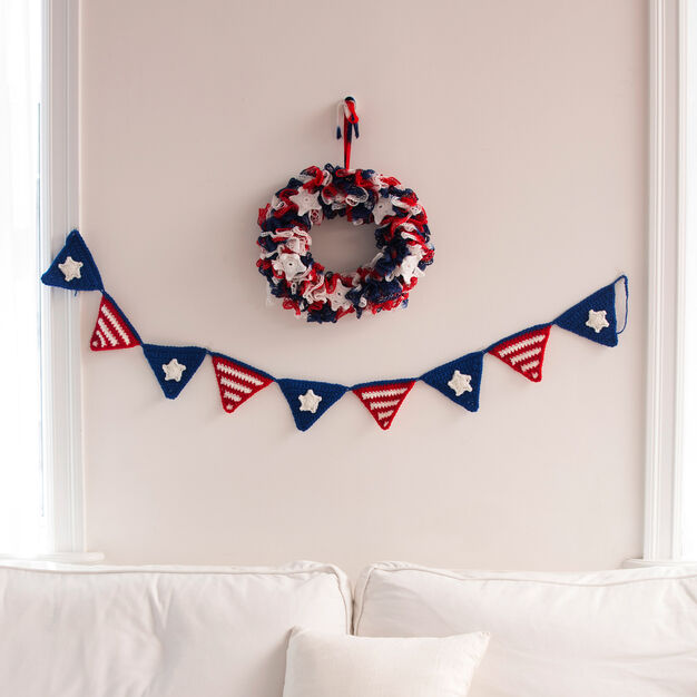 Red Heart Patriotic Party Banner in color