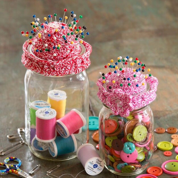 Aunt Lydia's Pin-Cushion Jar Topper, S in color