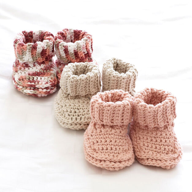 Bernat Baby's Booties Crochet Pattern, Off White in color