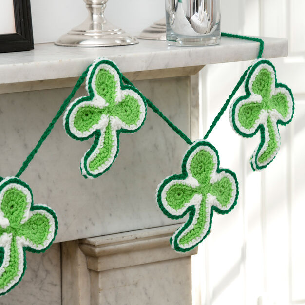Red Heart Lucky Shamrock Banner