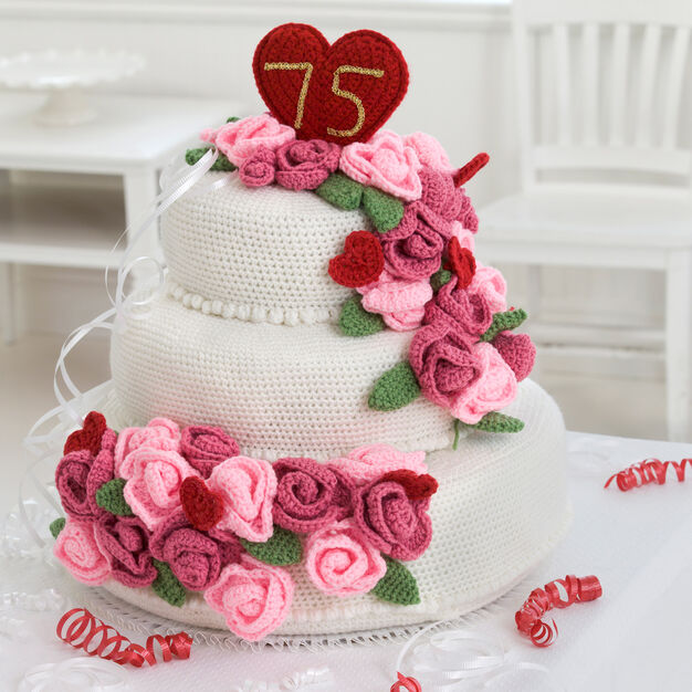 Red Heart Anniversary Rose Cake in color