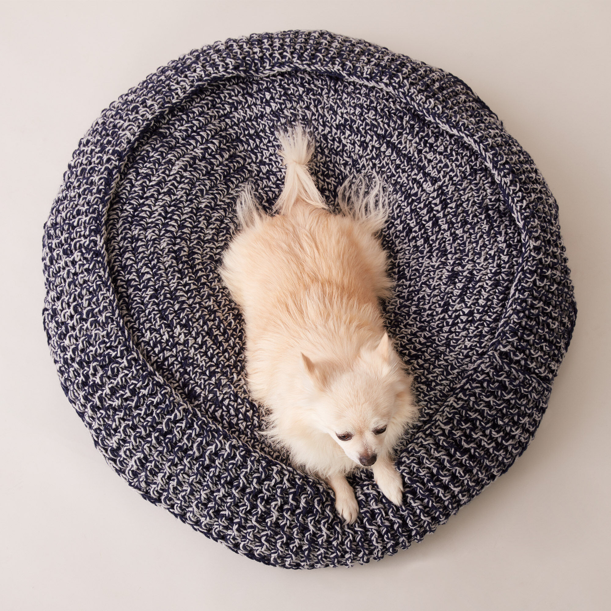 Caron Crochet Pet Bed M Pattern Yarnspirations