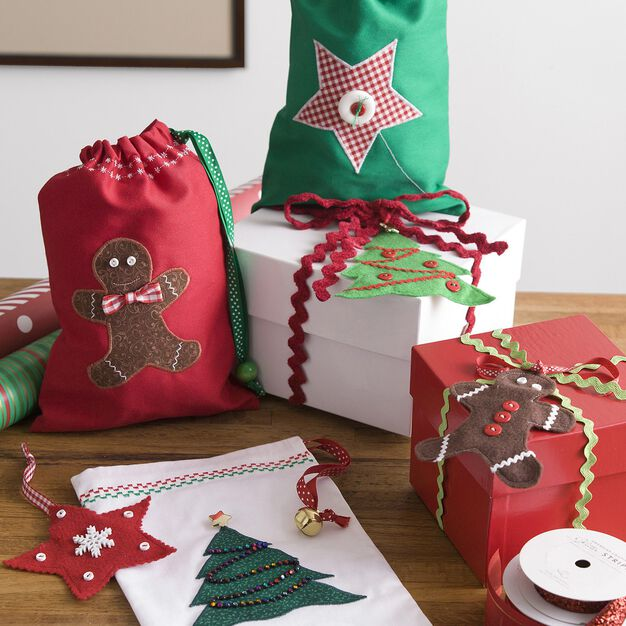 Coats & Clark Holiday Gift Bags in color