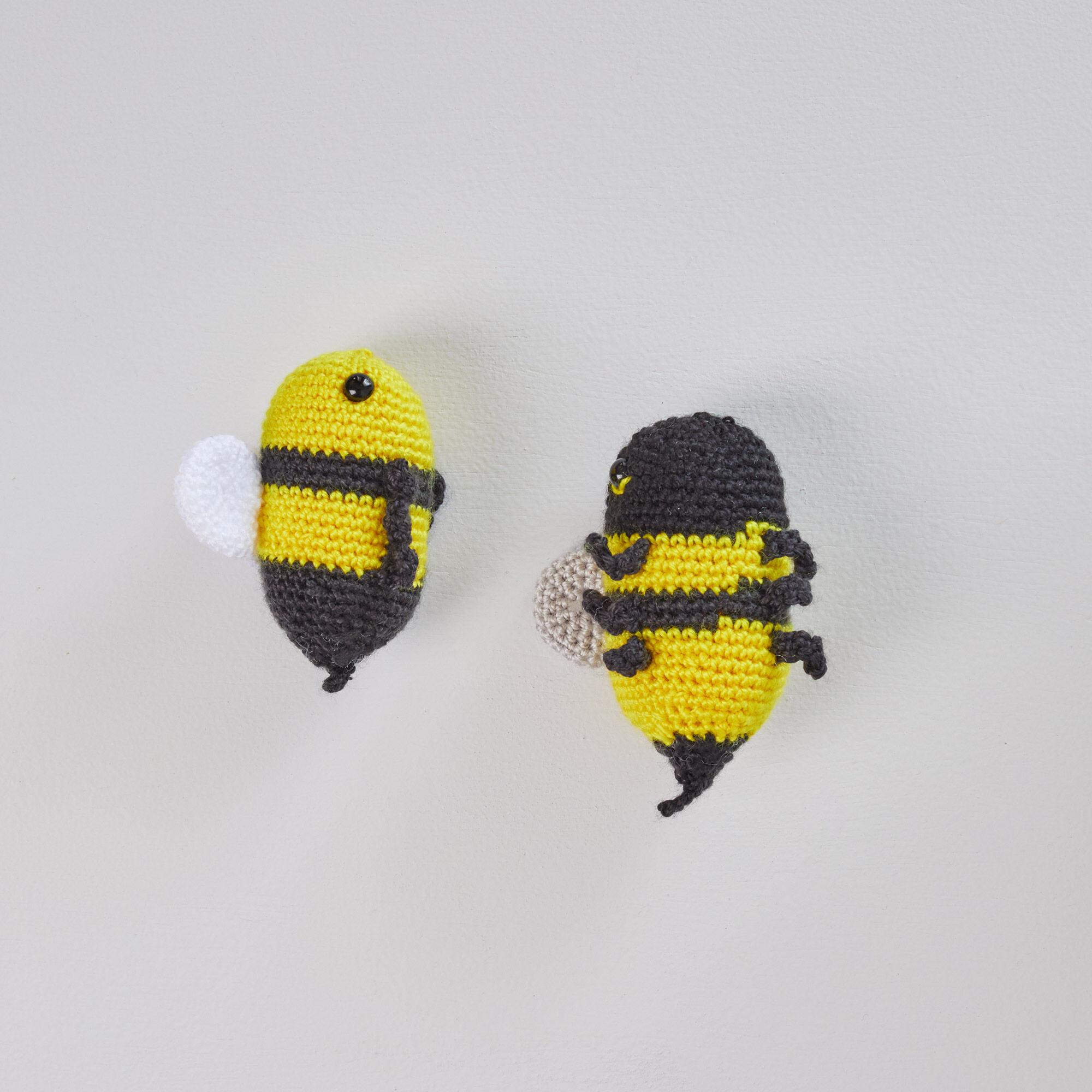 How to Crochet a Bumble Bee Amigurumi - Club Crochet | 2000x2000