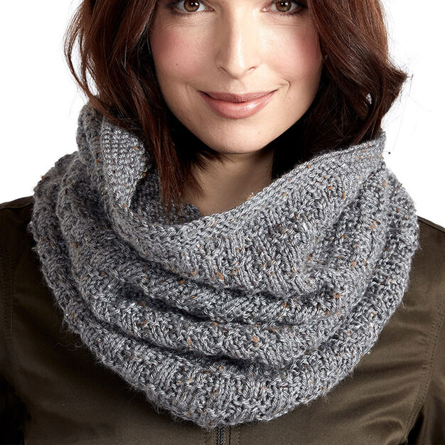 Caron Knit Cozy Tweed Cowl free knitting pattern on circular needles.