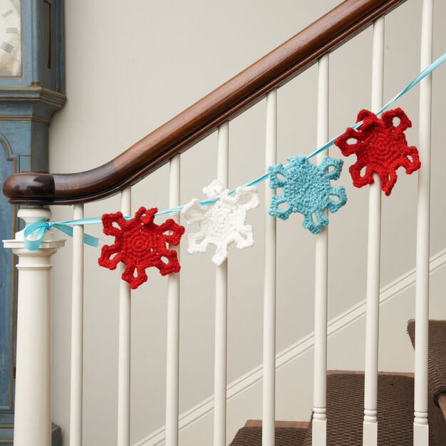 Red Heart Snowflake Garland in color