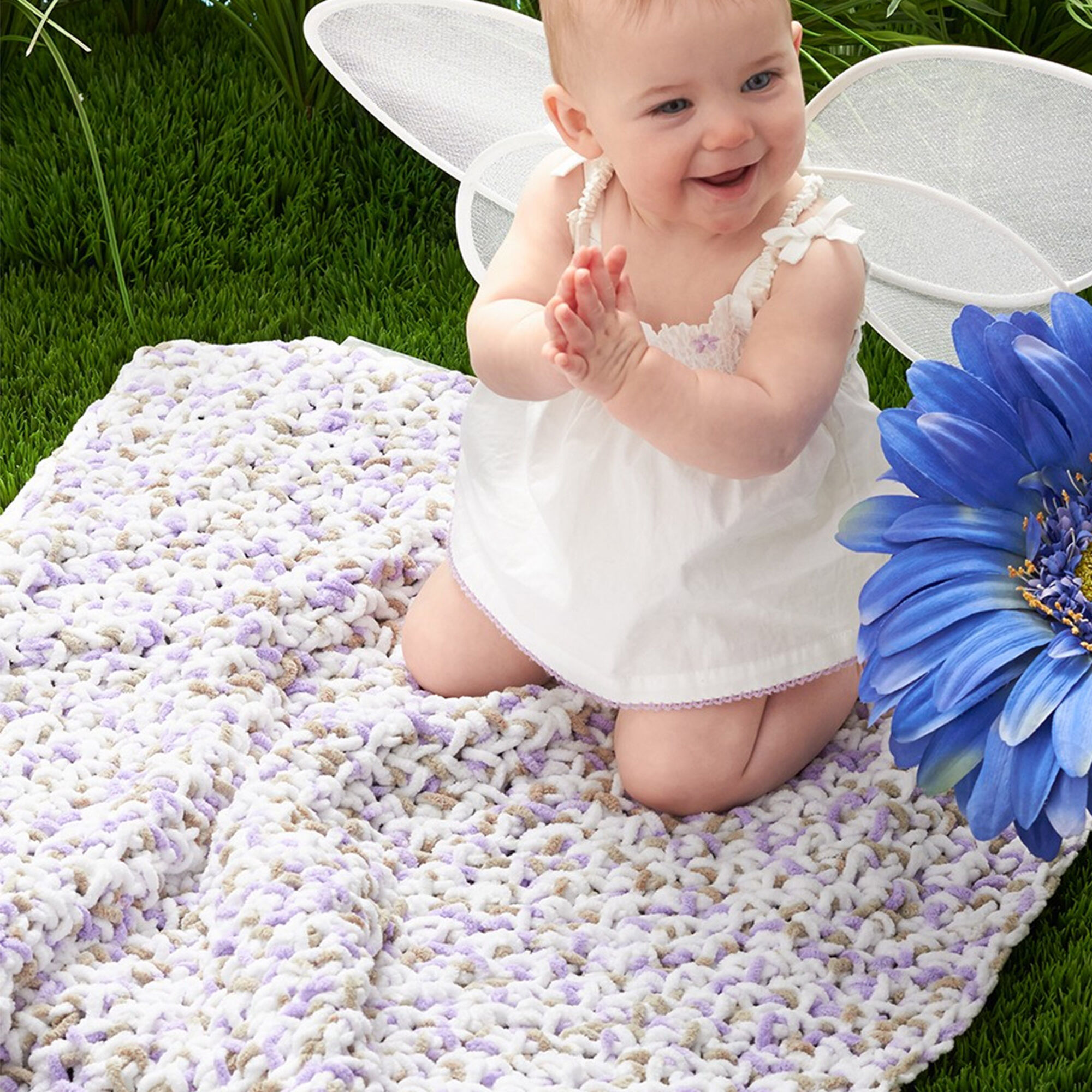 Bernat Simple Baby Blanket   Yarnspirations