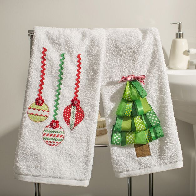 Dual Duty Holiday Guest Towels in color