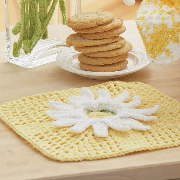 Lily Sugar'n Cream Daisy Fancy Dishcloth in color