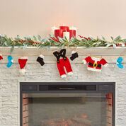 Red Heart Santa's Wardrobe Garland