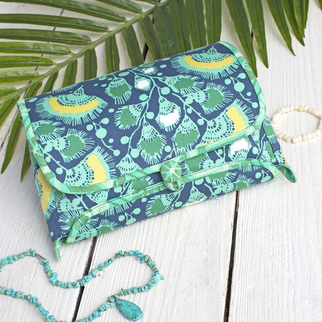 Dual Duty Cosmetic Roll With Zipper Pouch in color