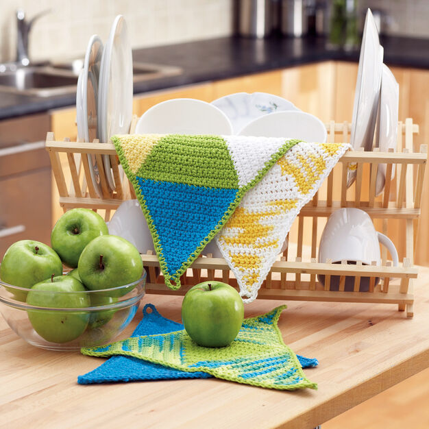 Bernat Springtime Triangles Dishcloth, Version 1 in color