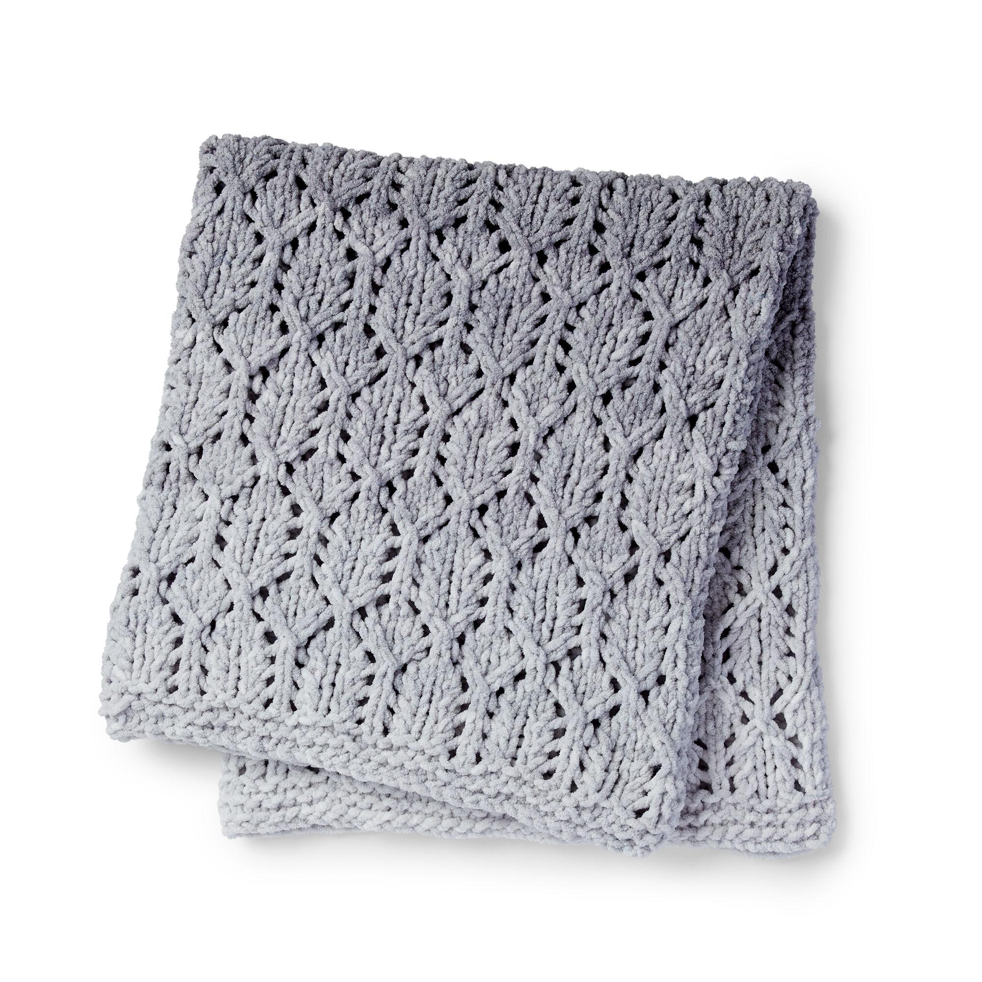 Free Bernat blanket knitting pattern in chunky yarn.