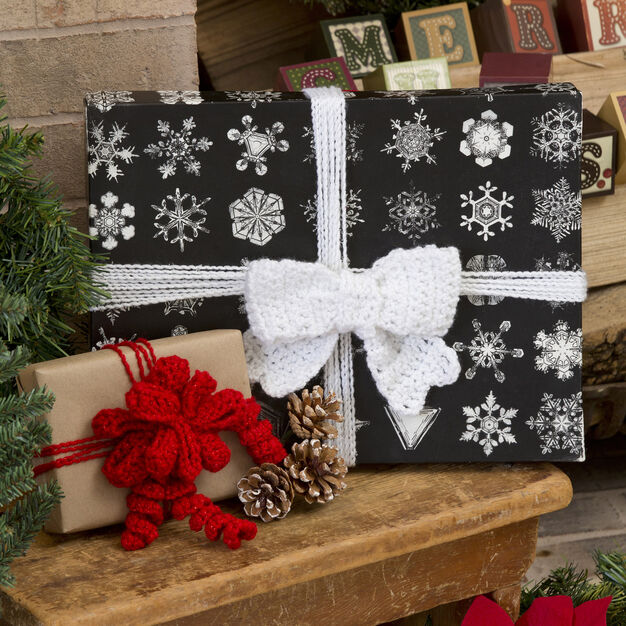 Red Heart Glamour Gift Bows in color