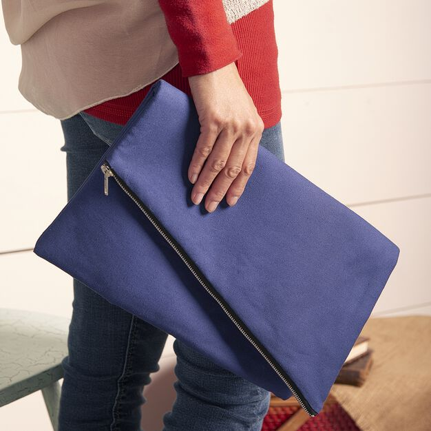 Coats & Clark Diagonal Zipper Clutch in color