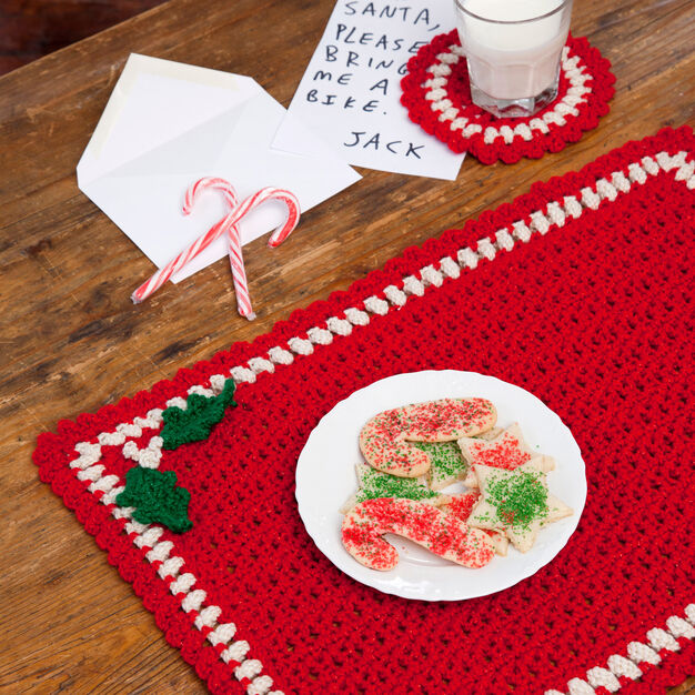 Red Heart Holiday Placemat Set in color
