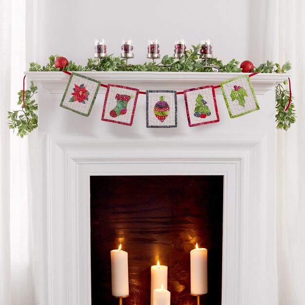 Dual Duty Create a Banner with 5 Holiday Mini Quilts in color