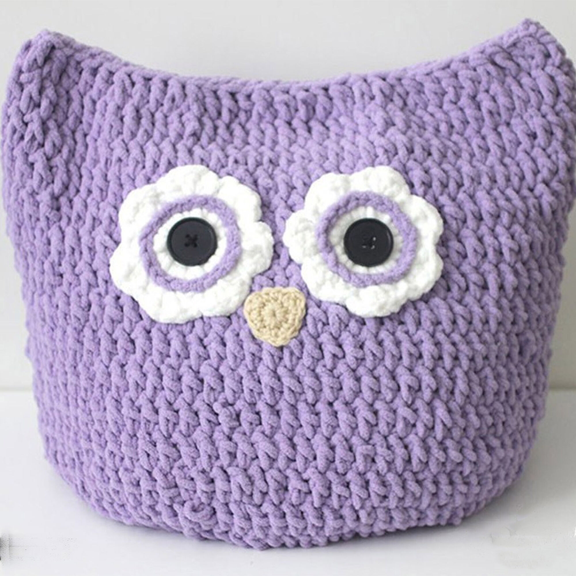 Bernat Oversized Owl Pillow to Crochet | Yarnspirations