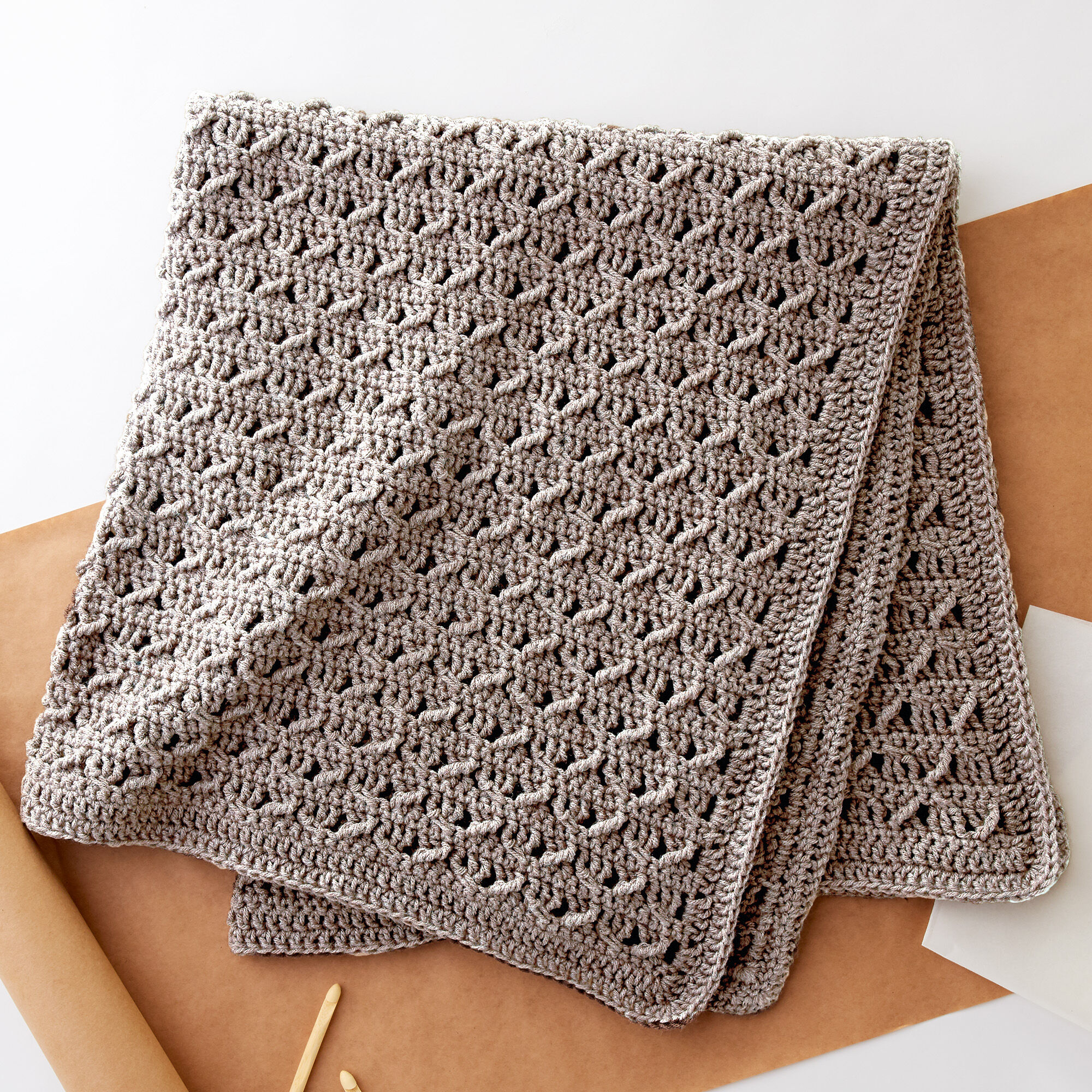 Lattice Weave Throw, free pattern (LW2914) by - Knit & Share  |Diamond Trellis Pattern Red Heart