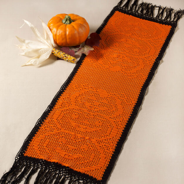 Aunt Lydia's Stacked Pumpkin Table Runner in color