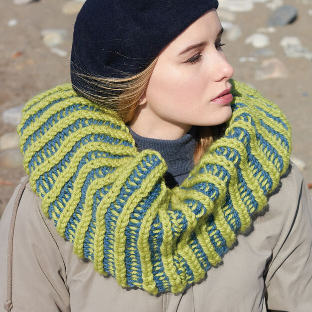 Patons Mobius Cowl in color