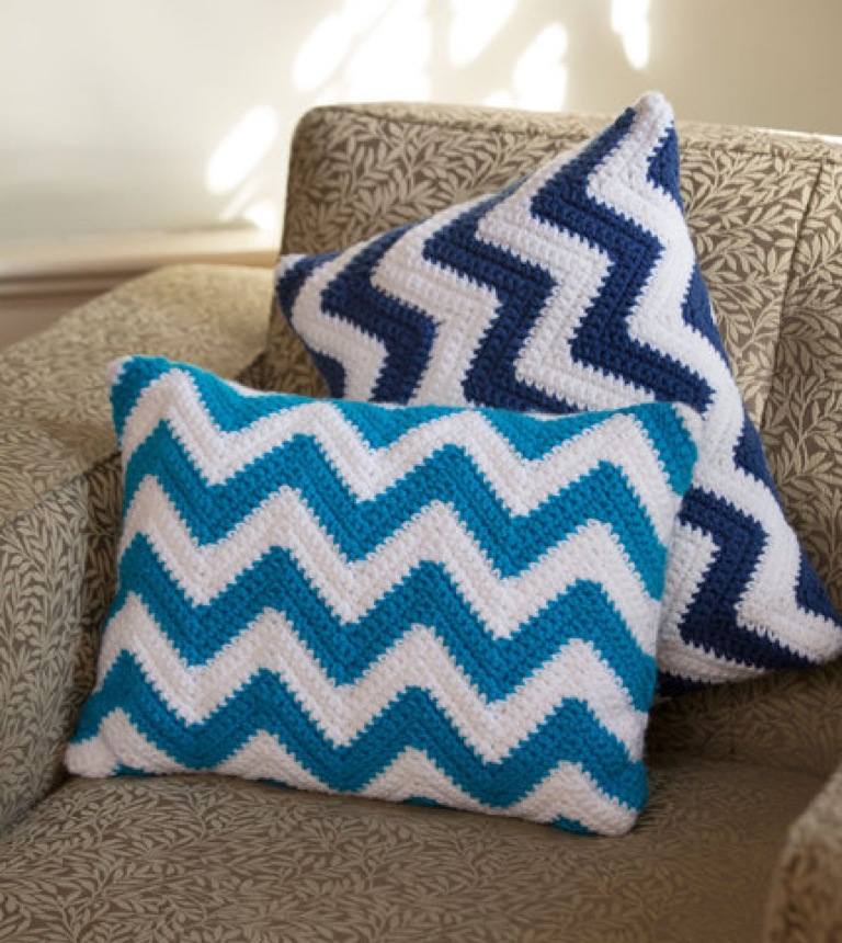 Easy Crochet Chevron Pillow Pair