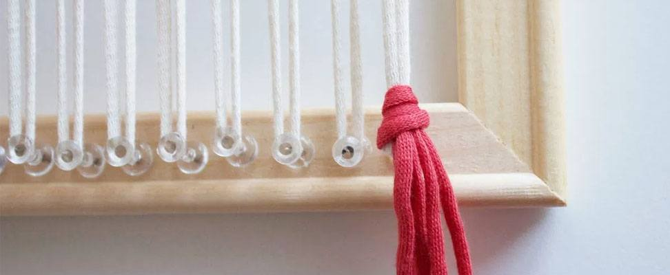 Frame Weaving with Bernat Maker Home Dec yarn Step 3.2