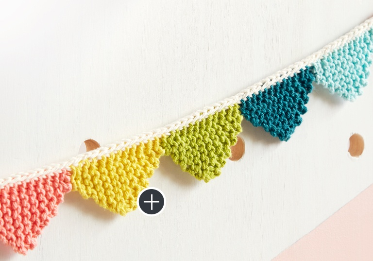 Easy Mini Triangle Knit Bunting